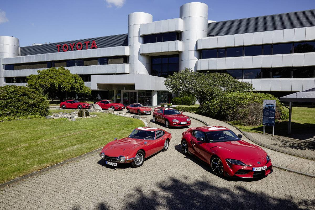 Korso der Sportwagen-Legenden: Toyota beim 24-Stunden-Rennen am Nürburgring ...
