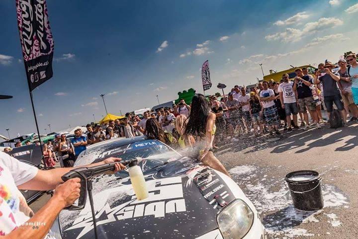 Die 4. AUFLAGE der Asia Arena zusammen mit unserem Sponsor #japansports ist geschafft. Leider beendete ein Getriebeschaden an unserer Turbo Supra frühzeitig das Driftgeschehen für uns. Somit hatten wir etwas mehr Freizeit und konnten das Event in vollen Zügen genießen! Wir freuen uns das sich die Asia Arena so gut entwickelt hat! Danke auch an Kingsize-Autopflege die die Supra noch so schön gewaschen haben!😁😁😁