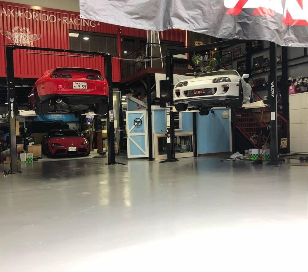 130R-yokohama 1階工場も 2階店舗も、 新しい空気が流れ始めてる。 スタッフに感謝。 大掃除に、床塗り替え、 最高に好きな空間。 #130R-yokohama 自分達の足場を固めて 勝負へ。