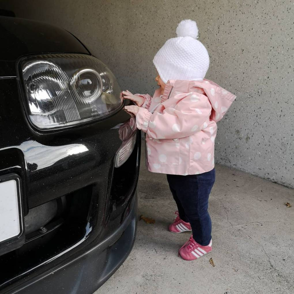 Sie weiß was gut ist 😅❤️ #supra #jdm #mkiv #supercar #2jz #supracommunity #carporn #carshooting #japancar #jdmpower #streetcar #toyota #cargirl #driftcar #jdmcar #jdmgirl #boost #horsepower #jdmgram #carlove #minicargirl #carsofinstagram #pictureoftheday #carpic #jdmculture #babygirl #babyofinstagram