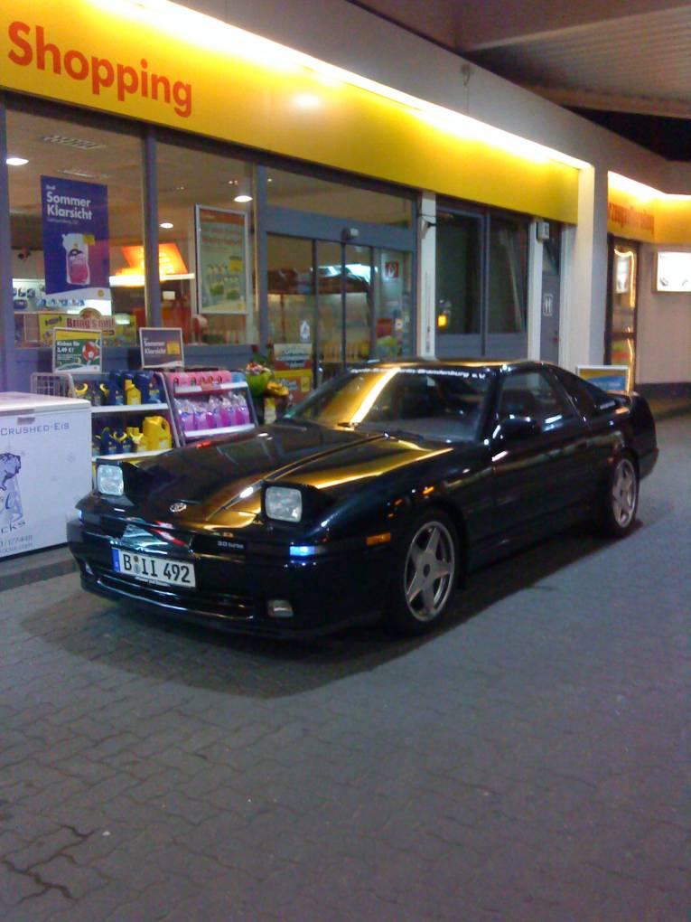 An der Tankstelle, wo sonst ;-)